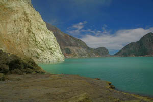 Kawah Ijen Volcano - Indonesia Boating on a Lake of Sulfuric Acid TN300_Kawah_Ijen_09