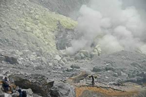 Kawah Ijen Volcano - Indonesia Boating on a Lake of Sulfuric Acid TN300_Kawah_Ijen_15