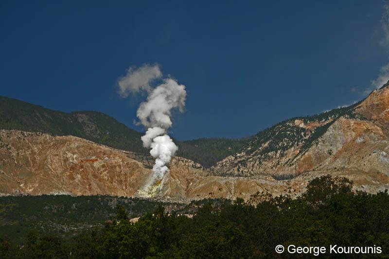 http://www.stormchaser.ca/Volcanoes/Papandayan/Papandayan_01.JPG